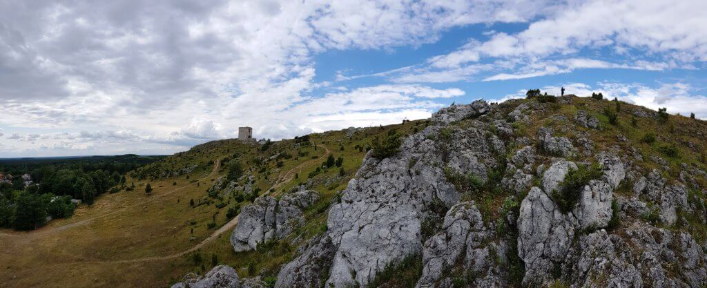 Zamek Olsztyn wzgórze