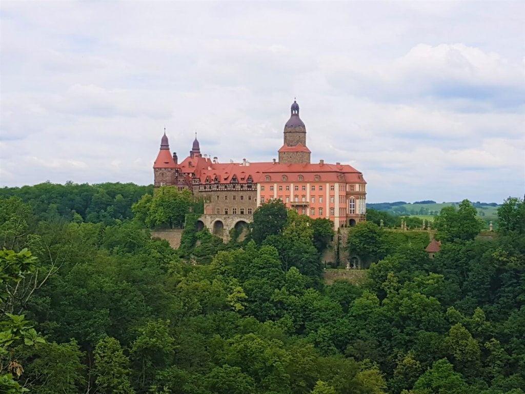 """Zamek Książ - punkt widokowy """"Skała Olbrzyma"""" - zbliżenie na zamek"""